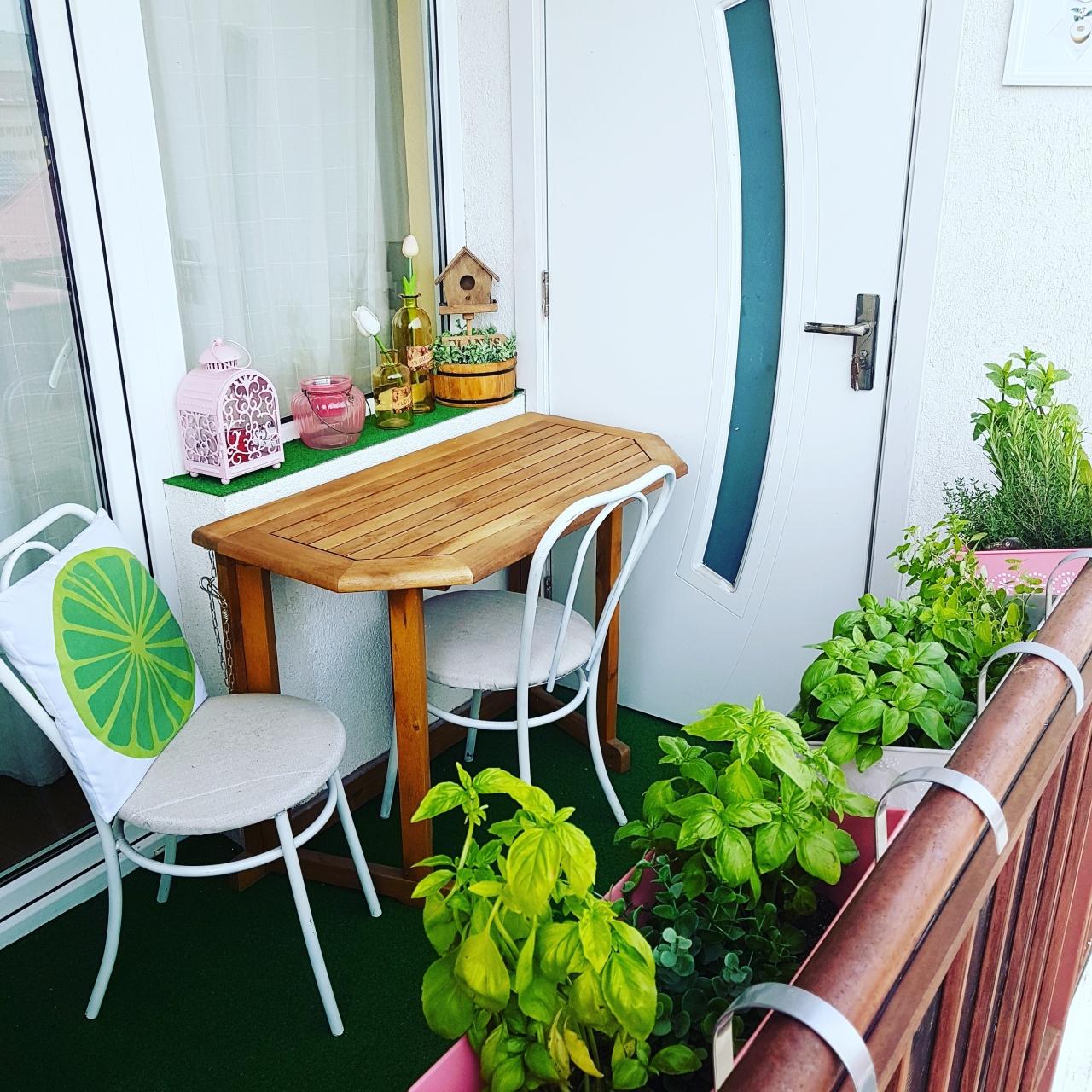 cum decoram balconul vara