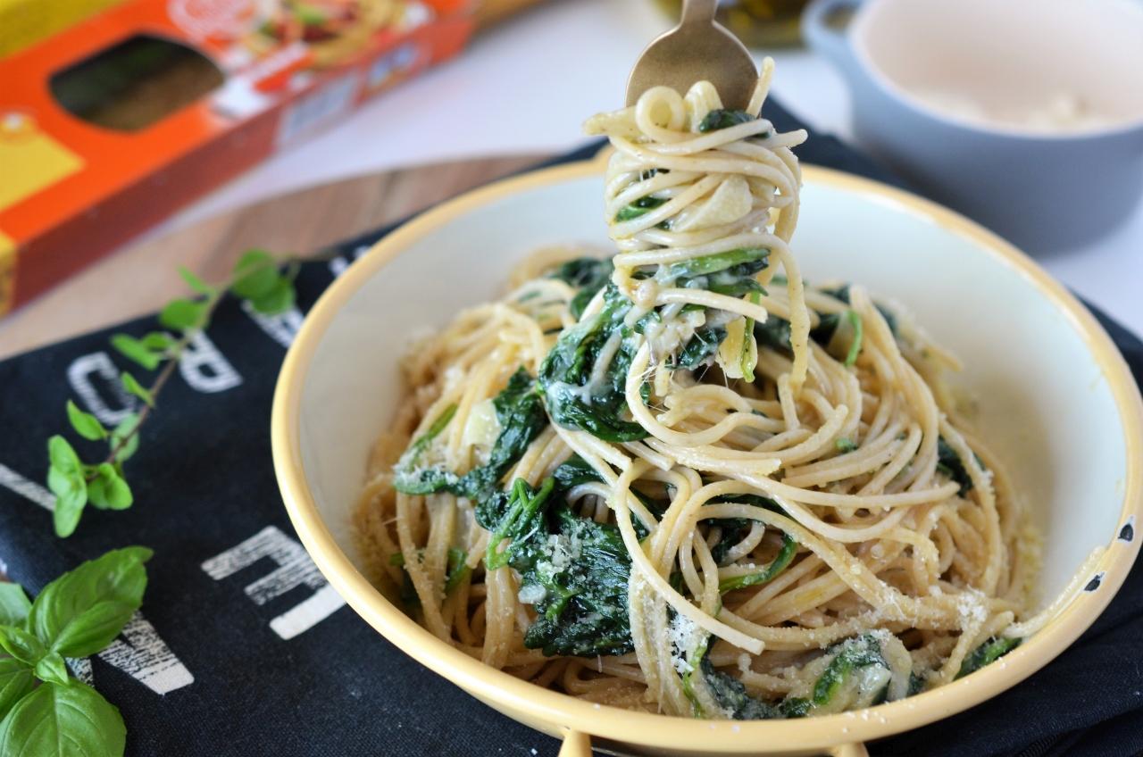 spaghetti rapide cu usturoi si spanac