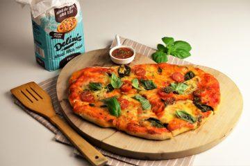 pizza caprese cu aluat de pizza facut in casa