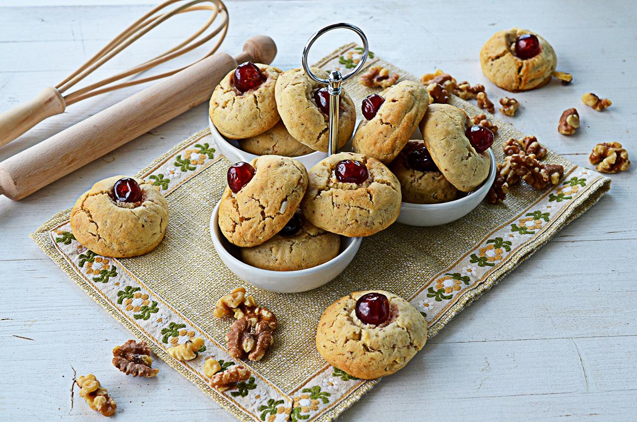 biscuiti cu nuca biscuiti fragezi