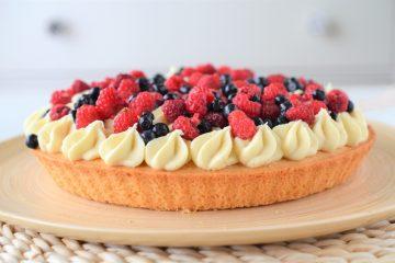 tarta cu fructe si ciocolata alba