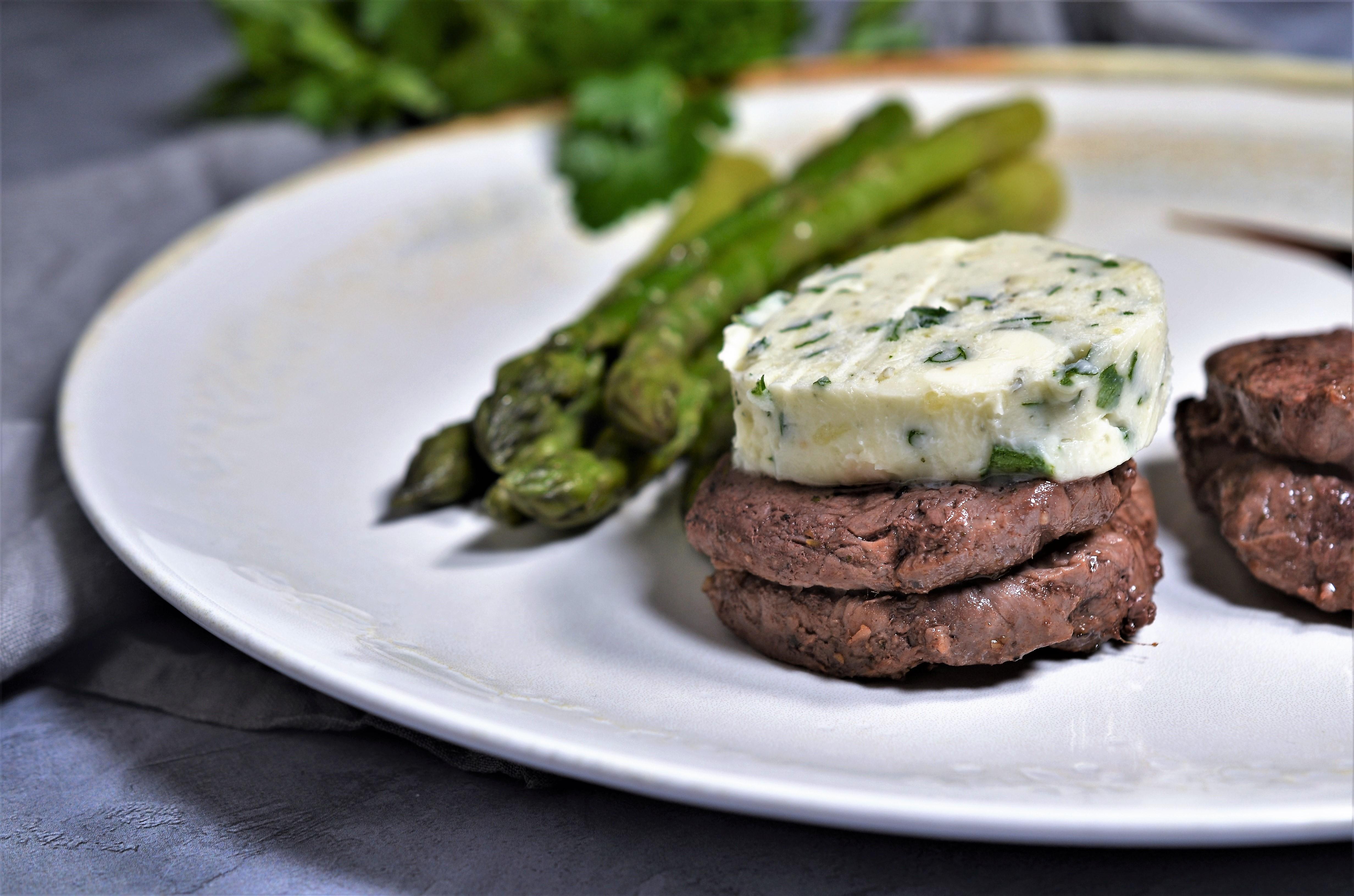 Muschi de vita cu gorgonzola si sparanghel