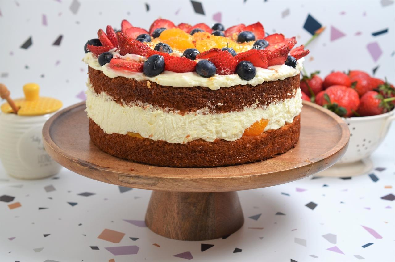 tort clasic cu fructe